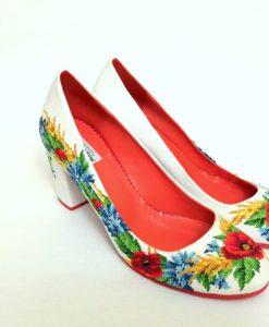 """Туфлі """"Польові квіти"""" білі, з вишивкою на підборах"""