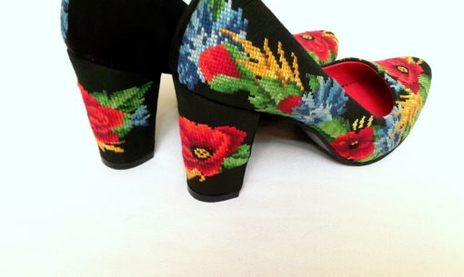 """Туфлі  """"Польові квіти"""" з вишивкою на підборі"""