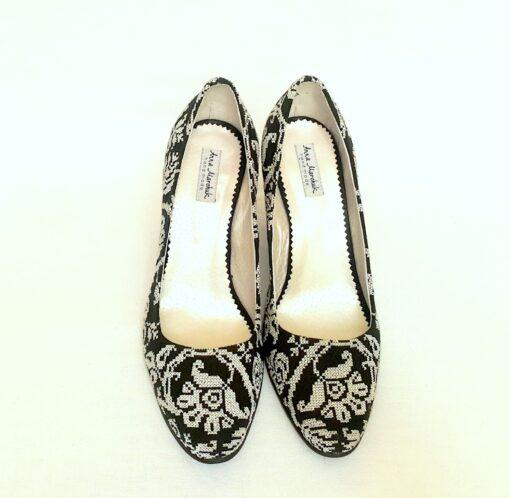 Туфлі з монохромним орнаментом