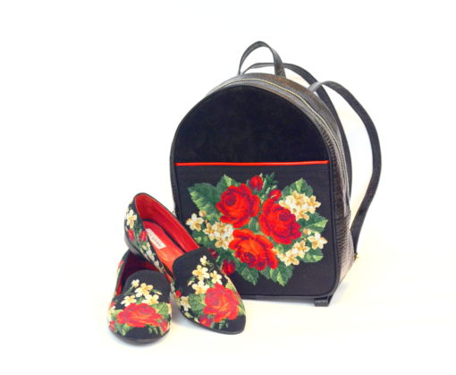 """Комплект """"Ніжні троянди"""" – сліпери і рюкзак."""