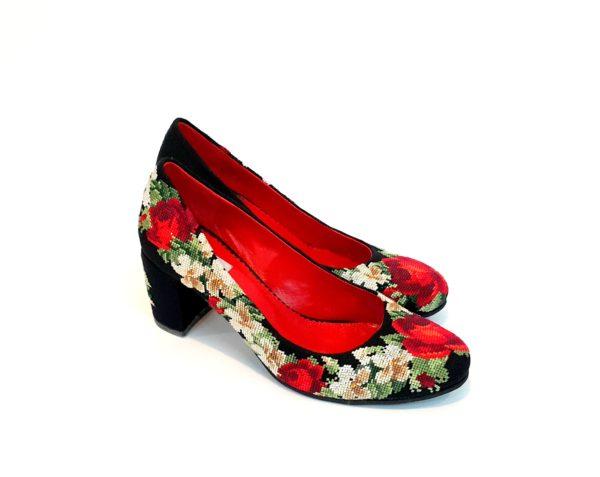 """Туфлі """"Ніжні троянди"""" з вишивкою на підборах"""